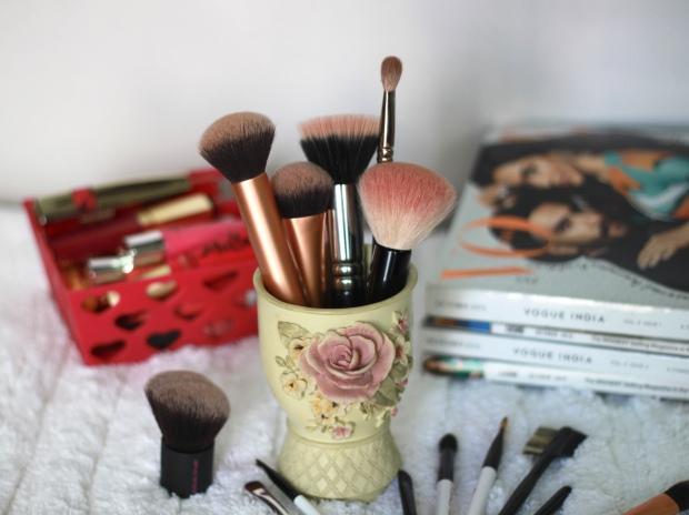 Most used makeup brushes, makeup brushes, real techniques, mac brushes, QVS brushes, mac 217, real techniques expert face brush, real techniques buffing brush, kabuki brush, mac 167 se