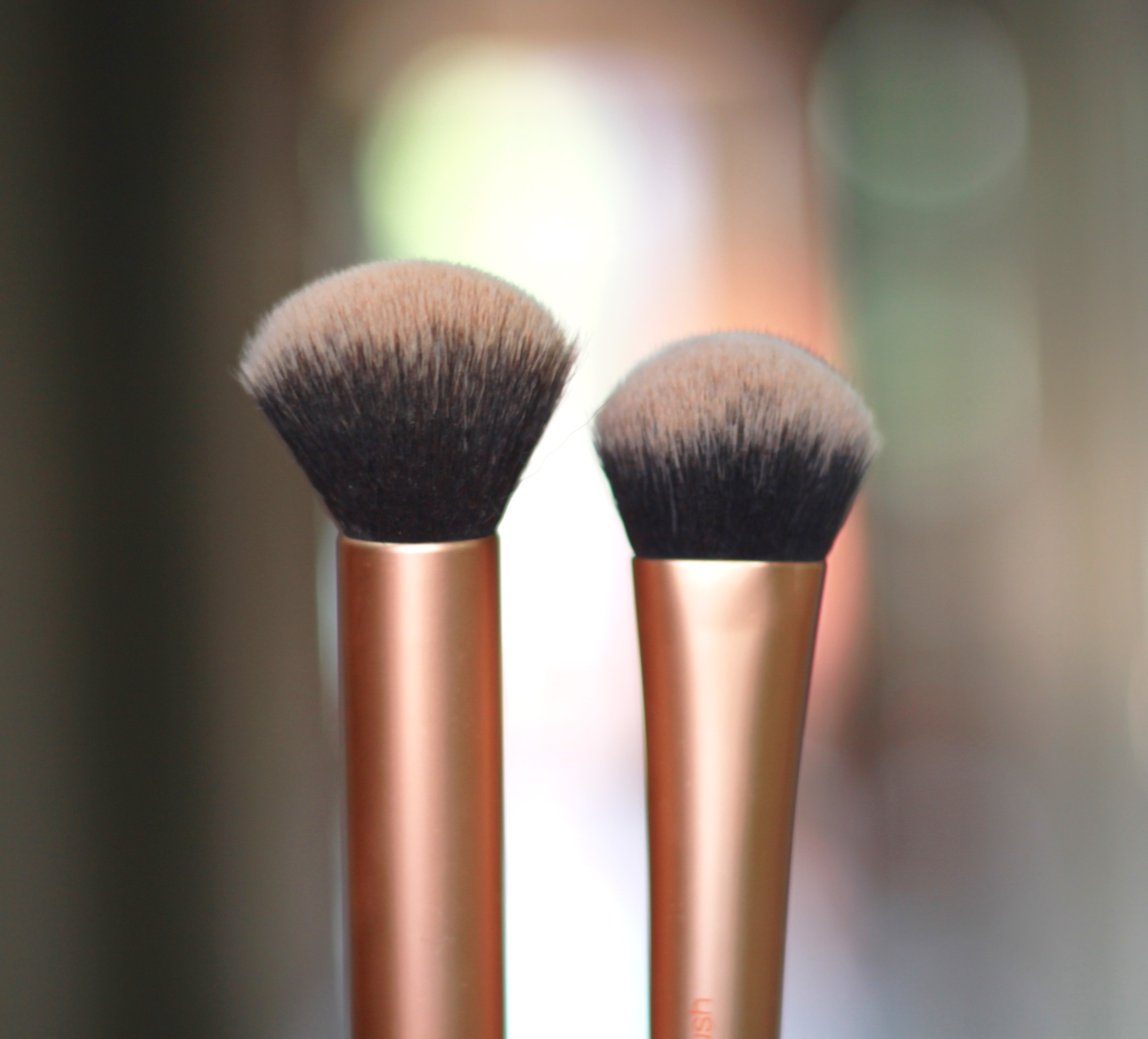 Most used makeup brushes, makeup brushes, real techniques, mac brushes, QVS brushes, mac 217, real techniques expert face brush, real techniques buffing brush, kabuki brush, mac 167 se