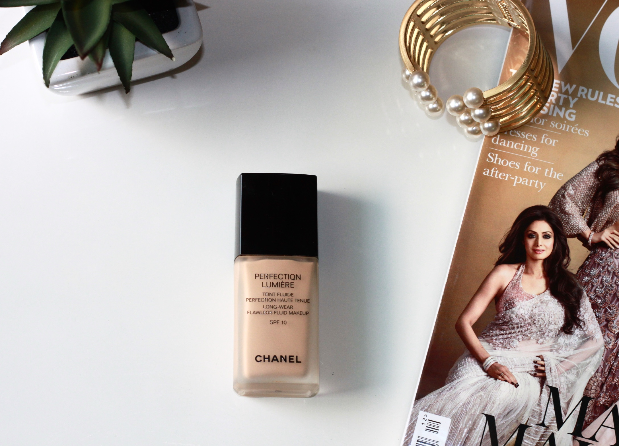 chanel perfection lumiere teint fluide review, chanel foundation, chanel perfection lumiere