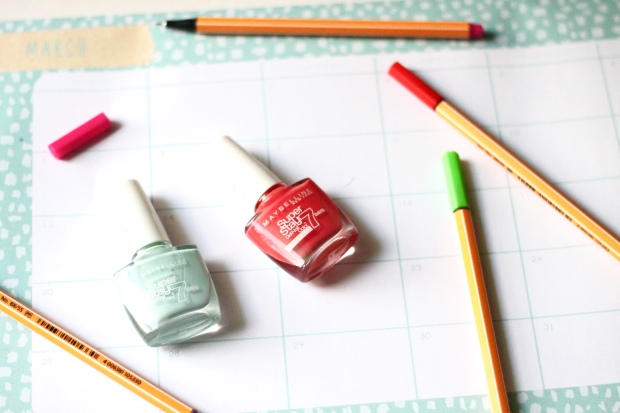 maybelline, maybelline nail polish, nails, nail polish, gel nail polish, manicure, maybelline super stay, maybelline super stay mint for life, maybelline mint for life, maybelline super stay red hot getaway, maybelline red hot getaway, maybelline 7 days gel nail polish